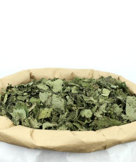 Découvrez notre Mélisse bio en feuilles entières de haute qualité pour créer votre infusion de Mélisse bio et profitez de ses bienfaits.
